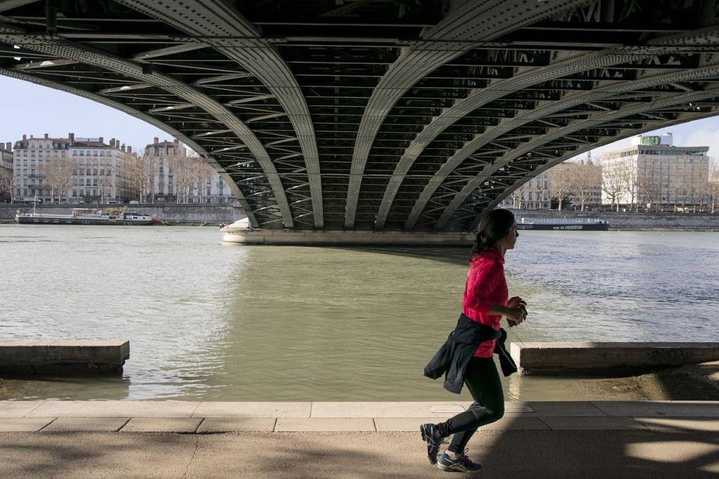 course ville femme